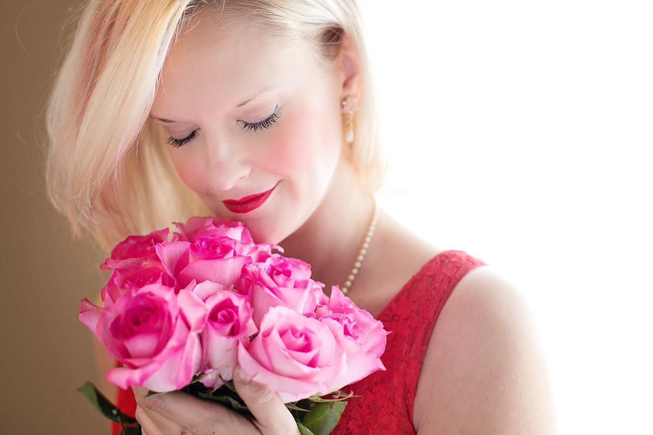 cadouri pentru ea - perle si trandafiri